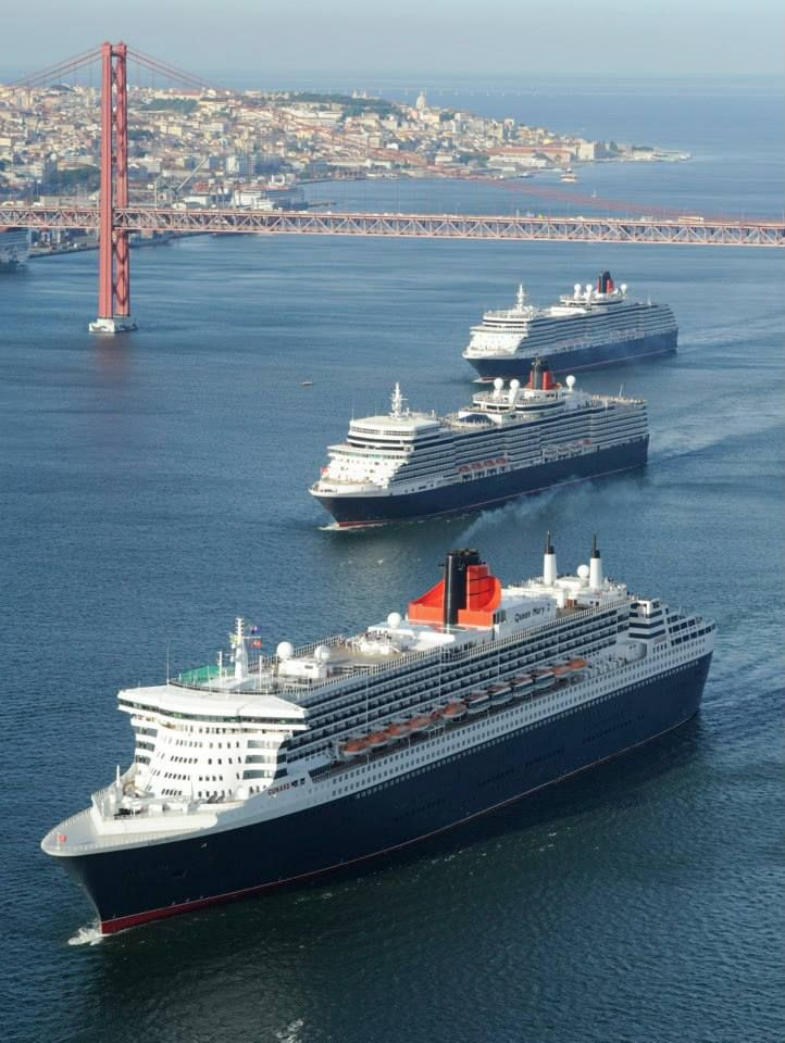 Tagus River: the 3 Queens on their way to Lisbon's Harbour : Queen Victoria, Queen Elizabeth, Queen Mary 2.
