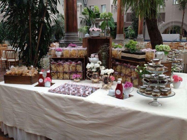 Mesa de postres y salado decoracion campestre - Postres para mesa de dulces ...