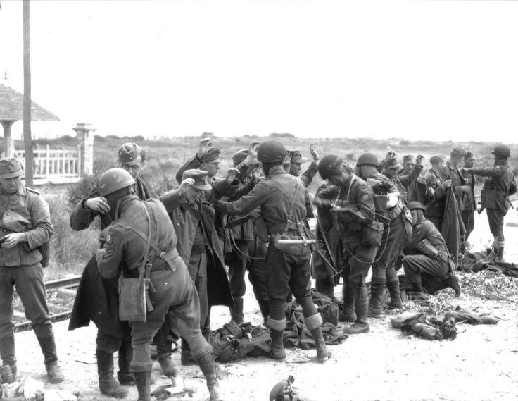 Saint-Aubin-sur-Mer: British Provost Corps (Military ...