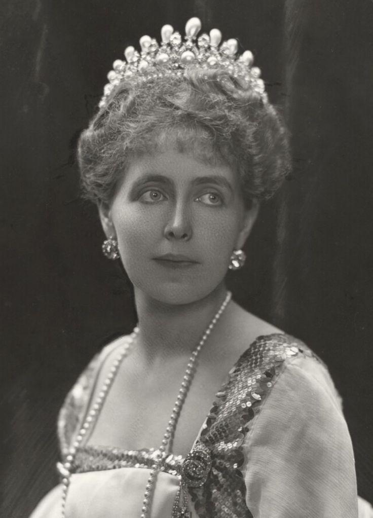 Королева Мария Румынии