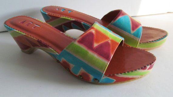 Aztec Shoes Women Shoe sz 6.5    Wonderful Color and Design  Fantastic Line and Poise !!  Woman Shoe:  Sz 6.5  Art Effects    JUN3