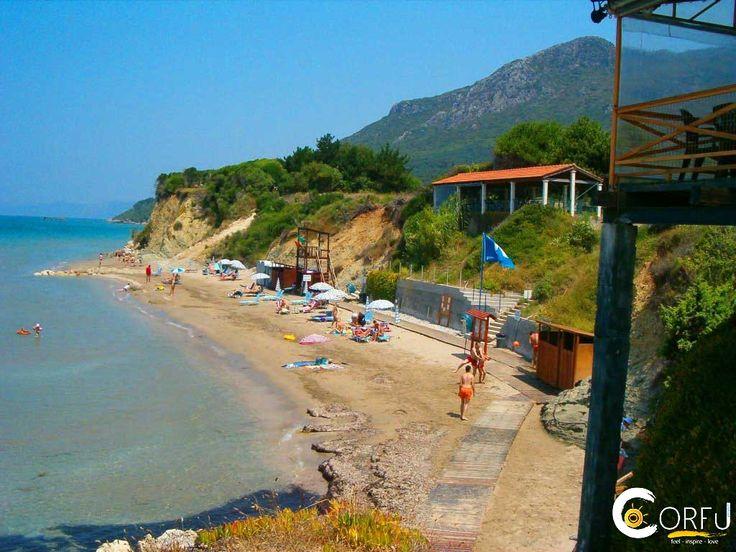 Παραλία Πρασούδι: Η παραλία Πρασούδι βρίσκεται στη νοτιοδυτική πλευρά της Κέρκυρας, 30 χιλιόμετρα από το κέντρο και 4 χιλιόμετρα από το χωριό Άγιος Ματθαίος. Η παρα...