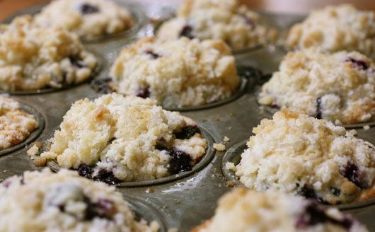 blueberry crumble muffins, i think i'll keep this recipe around to impress guests at breakfast or brunch!
