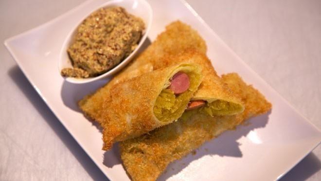 Hondel met zelfgemaakte mosterd (Loempia's met zuurkool en worst) - Grenzeloos Koken | 24Kitchen