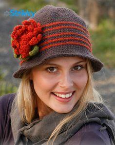 Шляпа «Miss Potter», от Drop Design, вязаная крючком / Вязаные головные уборы нынче в моде. В основном это, конечно, шапки, самых разных фасонов и расцветок. Но шапочка хороша в подростковом возрасте, а настоящая дама, естественно, предпочтёт выйти в свет[...]