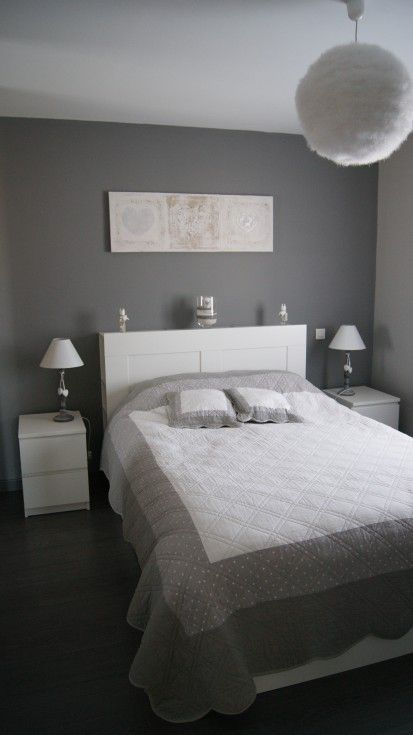 Chambre adulte blanc gris romantique mur situ en face de la porte d 39 en - Photo de chambre adulte ...