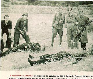 """Milicianos asesinan en la Casa de Campo de Madrid tras el """"paseo"""". Octubre de 1936"""