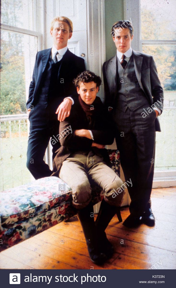 MAURICE JAMES WILBY, RUPERT GRAVES AND HUGH GRANT PICTURE FROM THE RONALD  GRANT ARCHIVE A MERCHANT IVORY PRODUCTION MAURICE JAMES WILBY, RUPERT GRAVES  AND ...