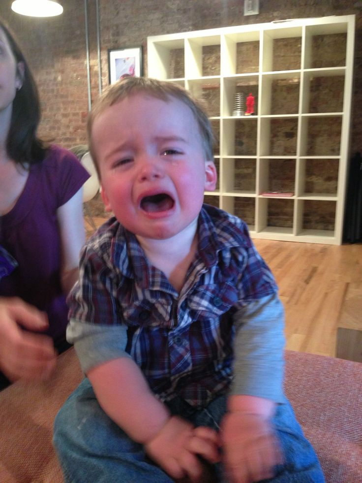 This dad takes pictures of his son everytime his kid is crying and says why.