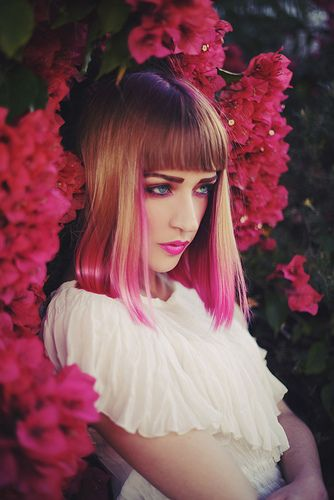 Pink dip dyed hair, make-up and flowers. Love this picture. Super artsy &…