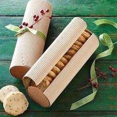 Con todo el pino que uno le pone para hacer y decorar galletas de navidad, a mi me gusta lucirlas...pero igual encontré bonita esta propuesta, aunque la usaría para...un pañuelo!