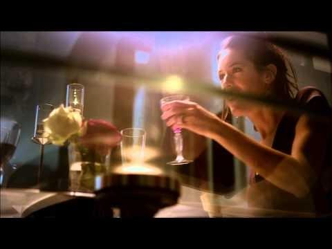 """Le cose hanno un'anima? ebbene sembrerebbe proprio di si guardando il video del tavolo Orbital di #Calligaris, pensando di essere vicino alla fine per la caduta di un lampadario, ha un flashback che gli fa ripercorre la sua """"vita"""", fatta di sostanza e cose vere, quando all'ultimo momento...    http://www.ilparametro.com/ambienti.php?idA=53=56"""