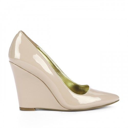 Kelly pointed toe wedges//