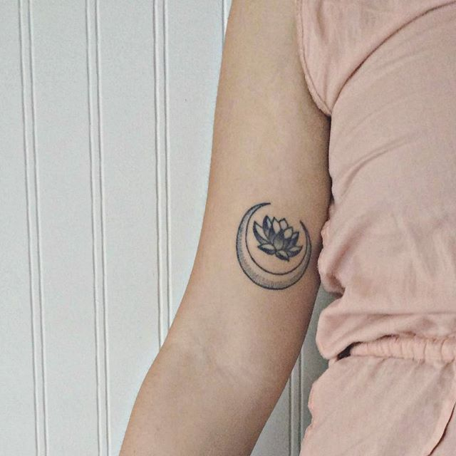 • one more lotus moon freshly inked on Mayra @maayyrraaaa • :: this really has been a wild ride and i am deeply touched and in joy to see so many of you adorning your temples with my creations. Thank you for sharing your hearts in this virtual community.So much gratitude to you! •