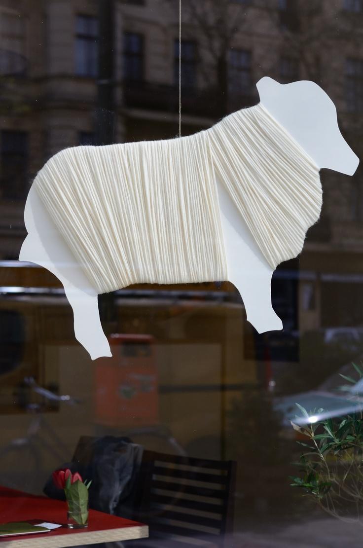 (A través de CASA REINAL) >>>>> Sheep Wool Window Display