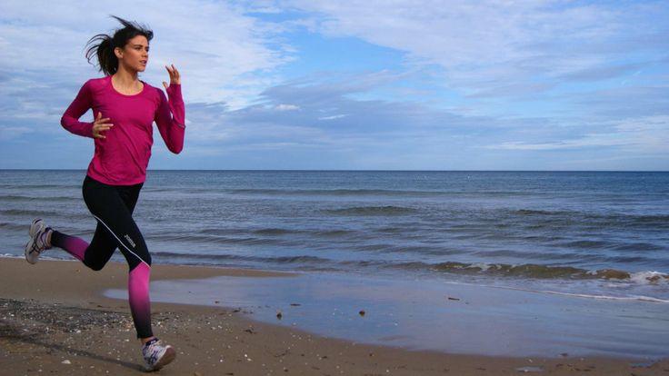 Running con mallas largas de Joma,  camiseta drytec de Irso y zapatillas Asics.