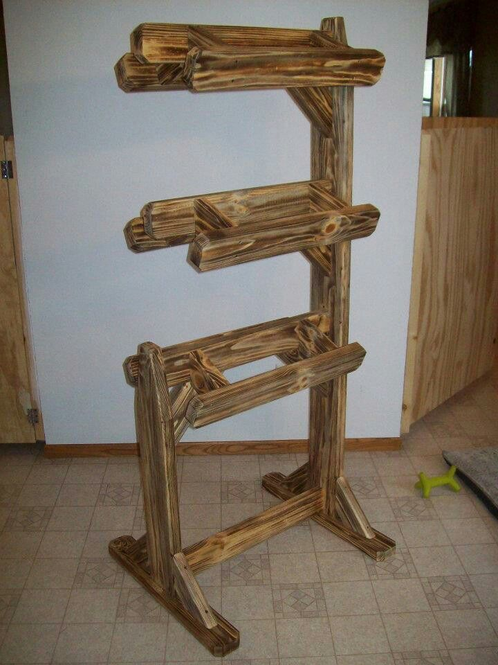Triple saddle stand.