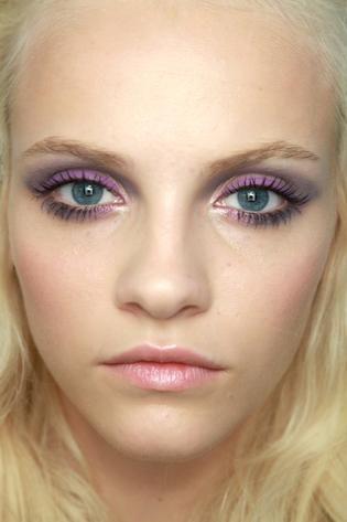 MAKIJAŻ NIEBIESKICH OCZU. Jak malować niebieskie oczy?