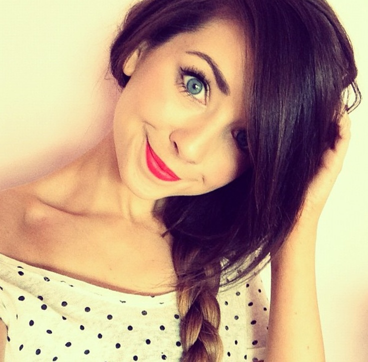 Polkadots, red lips, blue eyes, ombrè hair = Zoella ...