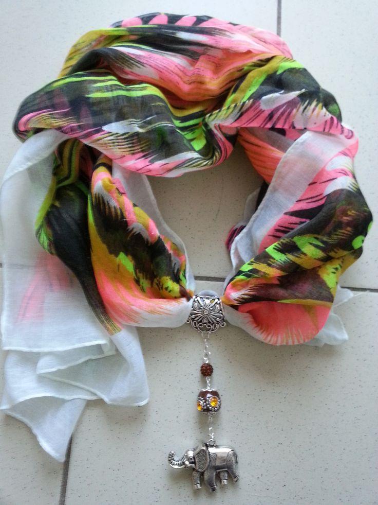 Foulard aux couleurs chaudes et son bijou de foulard avec éléphant : Echarpe, foulard, cravate par perles-in-the-sky