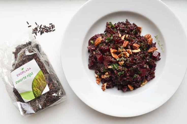 Deze vegan bietjes & zwarte rijst salade is een perfect voorbeeld van een geweldig hoofdgerecht én een fijne meeneemlunch. Gezond op pad!
