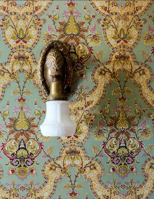 Victorian wallpaper #antique #vintage #downtonabbey (via @1stdibs)
