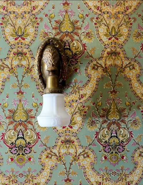 Victorian wallpaper #antique #vintage #downtonabbey (via @1stdibs)