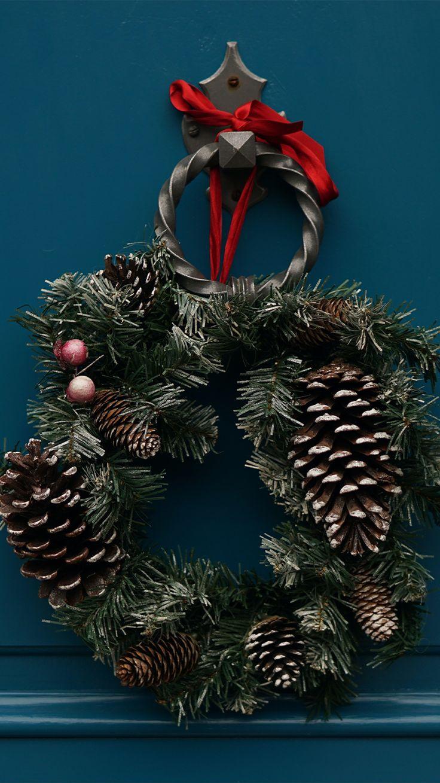 Estos tutoriales te ayudarán a crear tus adornos navideños a tu gusto y estilo. Going On Holiday, Holiday Fun, Holiday Decor, Festive, Holiday Ideas, Diy Couronne Noel, Winter Crops, Vacations To Go, Christmas Wreaths