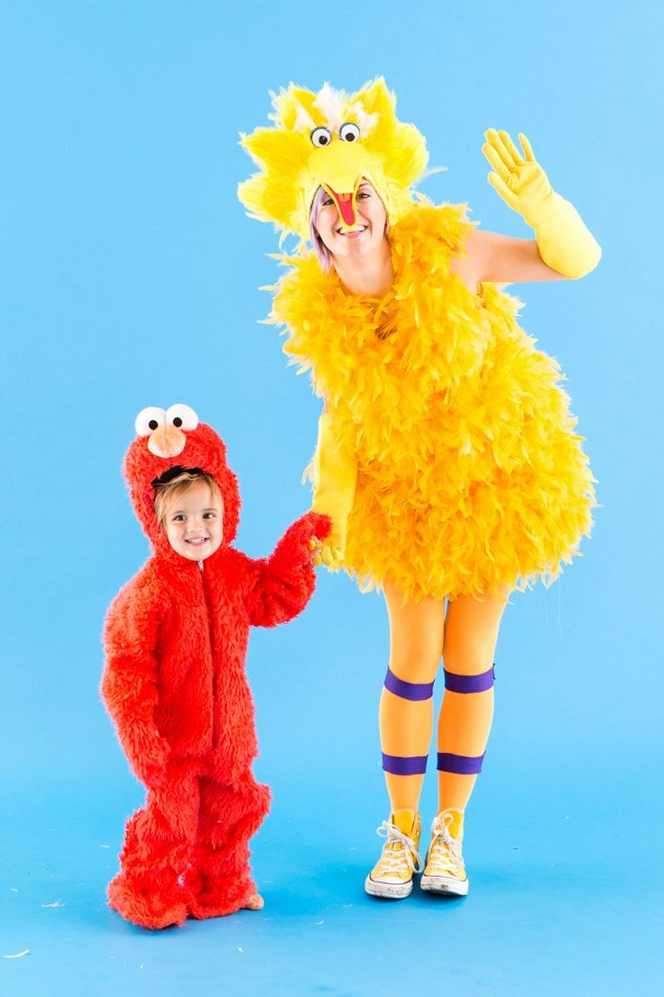This Sesame Street Big Bird + Elmo mom + toddler Halloween costume idea is *SO* adorable.
