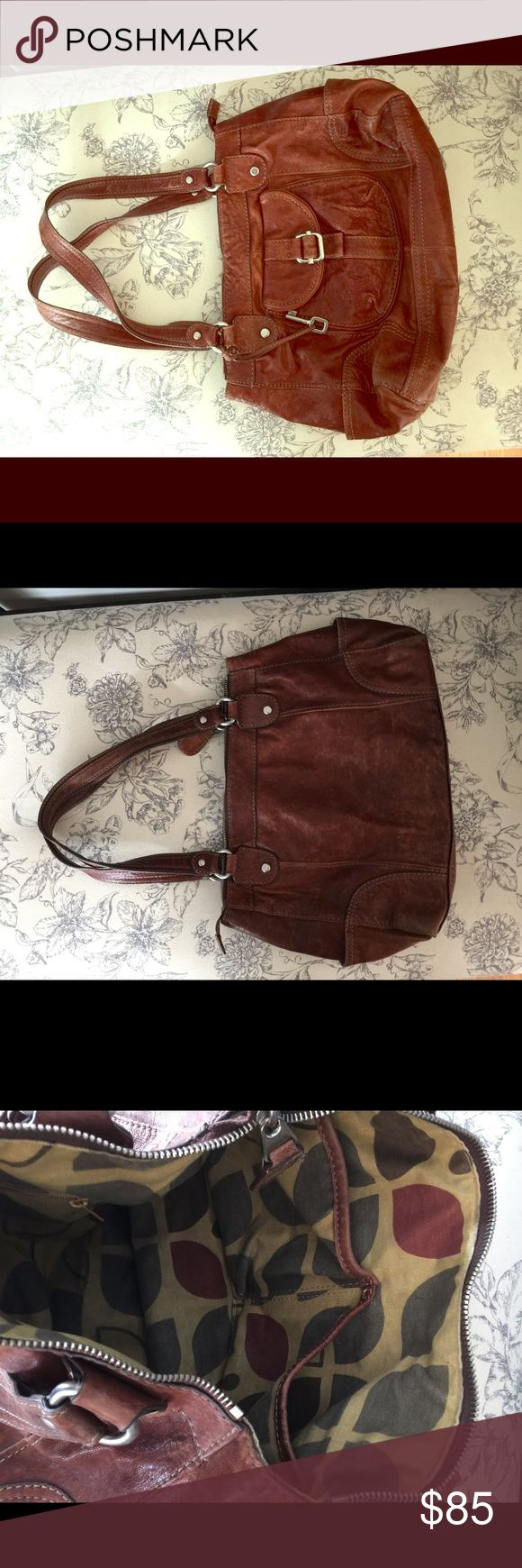 🌹FOSSIL BAG🌹 Distressed brown leather Fossil Bag - gorgeous! Fossil Bags Shoulder Bags