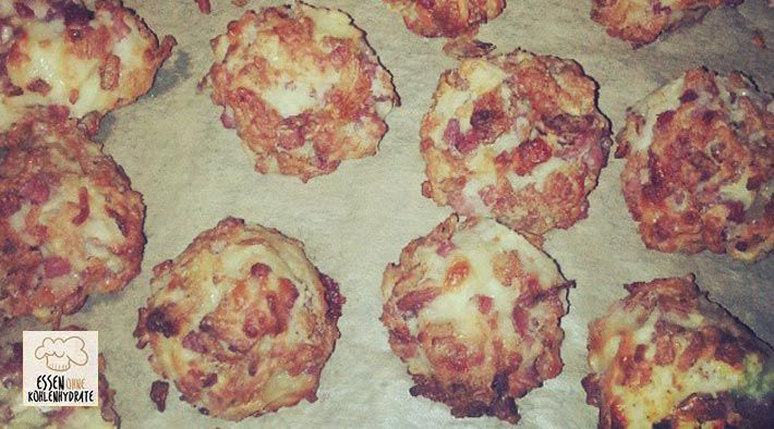 Low Carb Rezept für Llckere Low-Carb Pizza Bällchen. Wenig Kohlenhydrate und einfach zum Nachkochen. Super für Diät/zum Abnehmen.