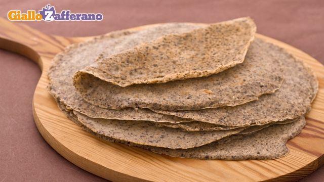 Crepes di grano saraceno (usando però latte di soia e farina di riso). <3