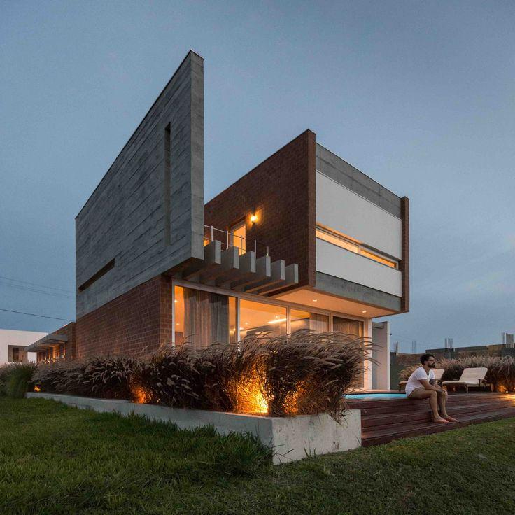 Casa C52 | Urban Ode Arquitetura e Urbanismo | Arquitetos: Alessandra Fassina e Eduardo Paiva Ribeiro | Capão da Canoa, RS, Brasil.