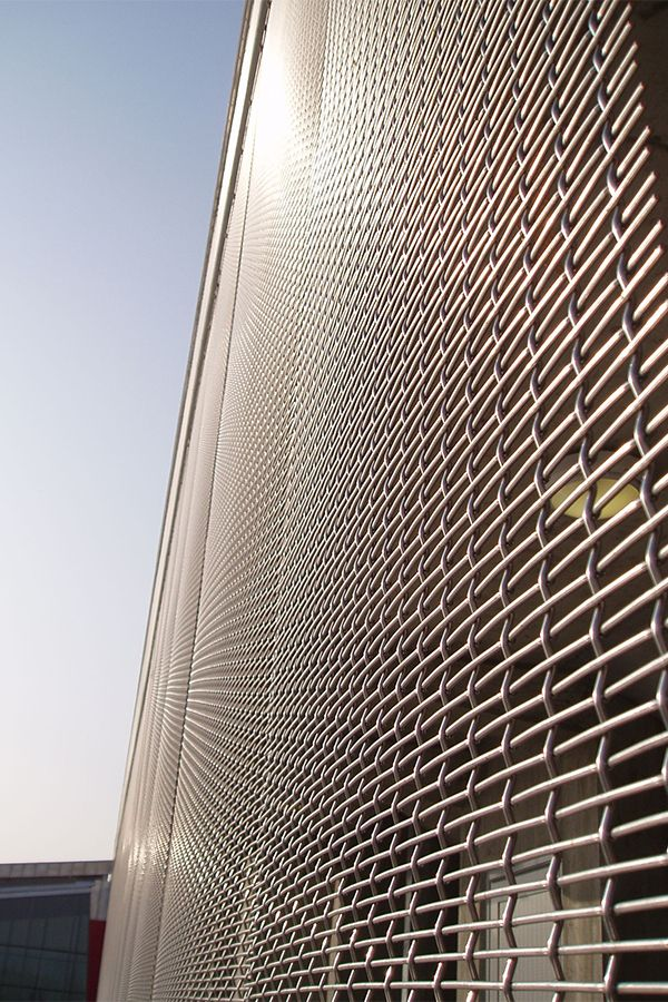 HAVER Architectural Mesh offers versatile fields of applications in architecture. It convinces with ist noble optic and meets at the same time highest standards of safety and stability in indoor and outdoor applications.