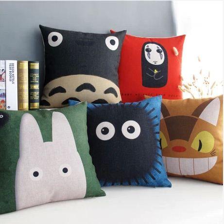 Japanese cartoon collection Totoro pillow by Lovelypillowcases, $17.99  mes enfants auront ca dans leur chambre.