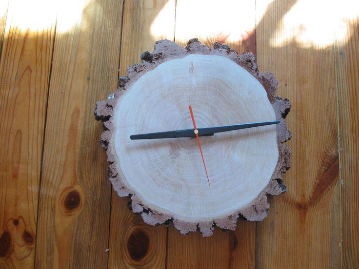 Zegar z plastra brzozy.