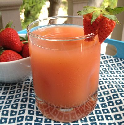 Agua de Fresa y Mango (Strawberry and Mango)... looks so refreshing!
