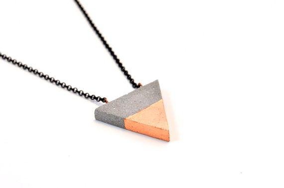 Dreieck-Collier mit Kupfer Leafing Beton / Beton Schmuck / moderne Halskette