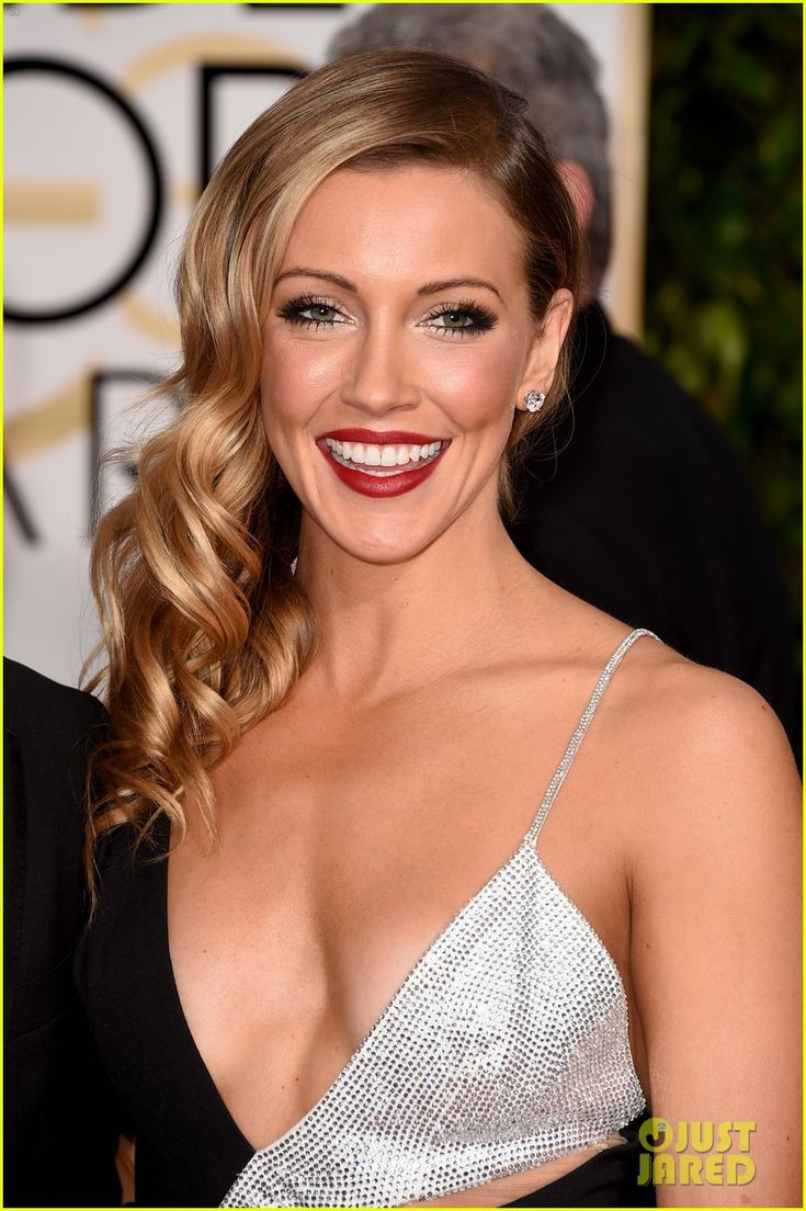 katie cassidy dana brunetti golden globes 2015 04 Katie Cassidy steps out to support her boyfriend, producer Dana Brunetti, on the red carpet at the 2015 Golden Globe Awards held at the Beverly Hilton Hotel on Sunday…