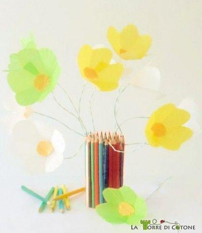 Bouquet di fiori di carta riciclando le formine per muffin