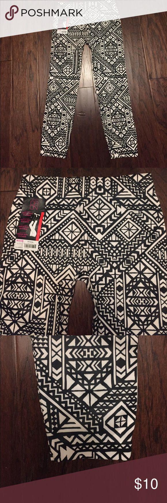 Capri Leggings NWT Size. 3-5 juniors or small ladies Black and white design Capri Leggings. Nobo Pants Leggings
