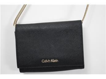 Handväska, svart, Calvin Klein med löstagbar axelrem. www.simplet.se säljer dina väskor åt dig på nätet!