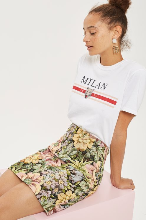Exude ultimate summer vibes in this floral pattern tapestry mini skirt. A high waisted style, this skirt is finished in a mini length. Keep it casual with a slogan tee tucked in and trainers.