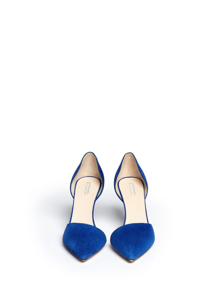 Pairing excellent craftsmanship with a minimalistic aesthetic, these suede pumps from Giorgio Armani epitomize clean-lined elegance. Rendered in a sapphire blue shade, this pair will brighten up your urban monochromes with jewel overtones.