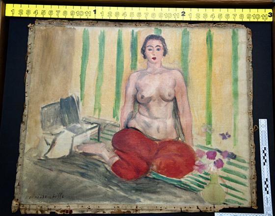 Matisse seno nudo e pantaloni rossi