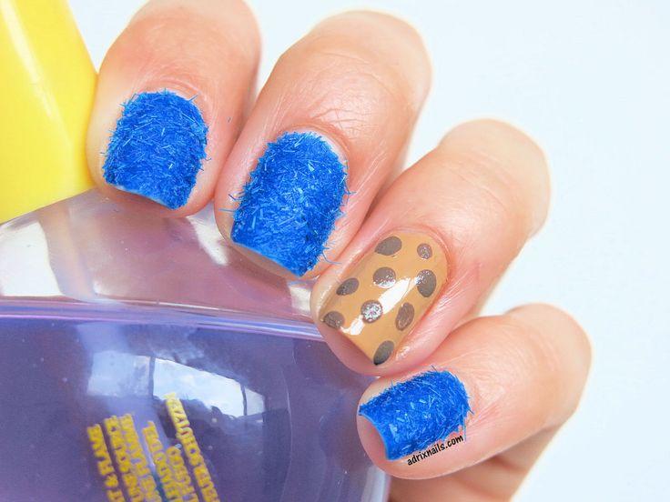 "Uñas con textura fuzzy (""peludas"") de Cookie Monster #nails #nailart #nailpolish #esmaltes #fuzzynails #texturednails #BantanoBlue #SallyHansen #CookieMonster"