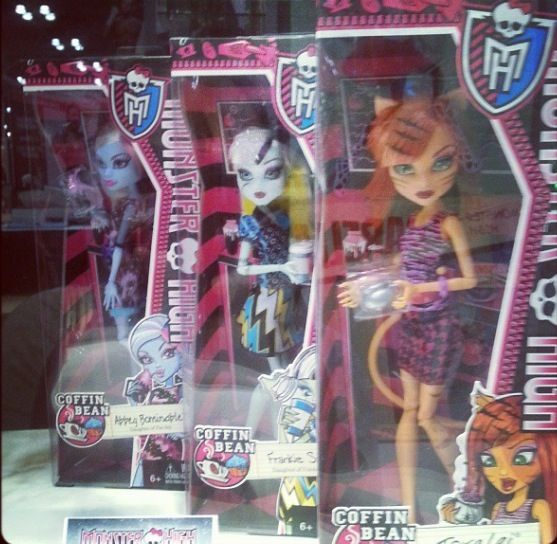 Monster High Displays. Please Zoom into pic to see the dolls names. Or ask. I will inform you of the new line unless I state it on the info. I just don't want to write all this over and over. So I'm coping and pasting my note. Sorry. Too many pics to do otherwise. Thanks. Blonde in Pic.  Coffin Bean Dolls to be released in 2014