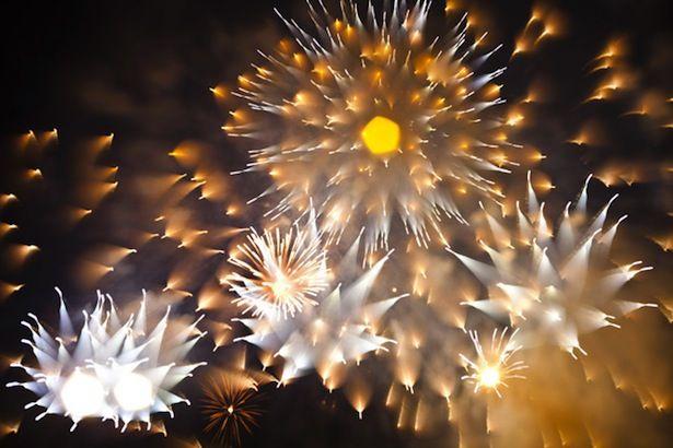 Long exposure, dynamic focal length fireworks.
