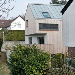The 25+ Best Ideas About Haus Am Hang On Pinterest | Moderne ... Garageneinfahrt Am Hang