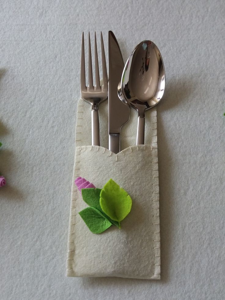 cute cutlery holder..each one has different color rose